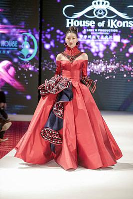 เจิดจรัส!!! สะท้านรันเวย์ แพนเค้ก เขมนิจ Thai supermodel ตัวแทนประเทศไทยบนรันเวย์ระดับโลก London Fashion week 2020 โดยแบรนด์ไทย Hilltribe House สง่าที่สุดบนรันเวย์นี้!!! #Alicio #Aliciothail…