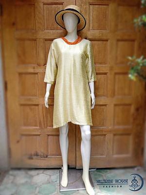 สุดยอดงานผ้าไหมอินเดีย ชุดเดรสไหมอินเดียสีทอง ….เป็นชุดเดรสผ้าไหมอินเดียผสมการทอฝ้ายเข็นมือ ทำให้เนื้อผ้านุ่มสวยใส่สบาย ขนาด รอบอก 40 นิ้ว ความยาว นิ้ว ด้านข้างแหวกข้างขึ้นมา 14 นิ้ว ทางร้านรับบัตรเคดิตทุกธนาคาร…
