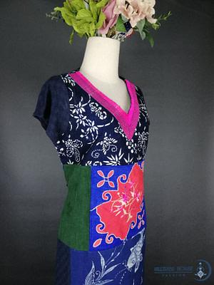 เเชคผ้าเผ่าจีนโบราณ เป็นผ้าฝ้ายของทางเผ่าจีนโบราณ ผ้าไม่เปื้อย สภาพยังคงสมบูรณ์ เหมาะกับคนรักผ้าเก่า และหลงใหลงานปักดั้งเดิม  เเต่งด้วยวาดเขียนลายด้วยมือ พร้อม