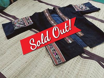 #ปิดการขายค่ะขอบพระคุณพี่หนึ่งที่รับไปดูเเลค่ะ ว้าววววว เสื้อคลุมชนเผ่า สายเก็บรีบมาสอยด่วน งานปักลวดลายด้วยมือ ปักเเน่นๆเน้นๆ หายากมากจ้า ขนาดอกเสื้อ 44 นิ้ว ราคา 9500 บาท จองผ่านอินบ็อกเพจ…